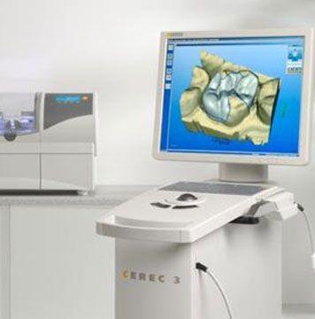 En el año 1992, Clínica Dental Padrós fue pionera en la aplicación de CAD-CAM de uso dental en Barcelona. Hoy seguimos ofreciéndole la última versión del sistema CEREC 3D.