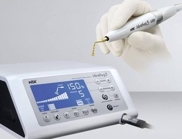 Los sistemas de cirugía piezoeléctrica como el Piezosurgery o el Variosurg nos permiten realizar cirugías de gran precisión sin riesgo de dañar tejidos blandos