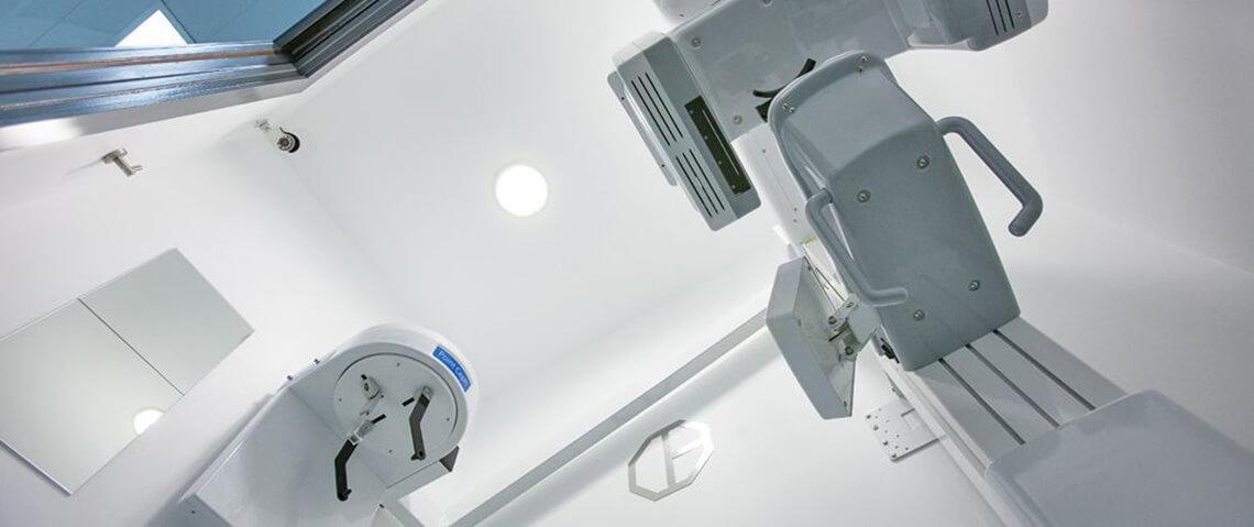Clínica padrós en Barcelona cuenta con una sala equipada con aparatos de radiología 3D
