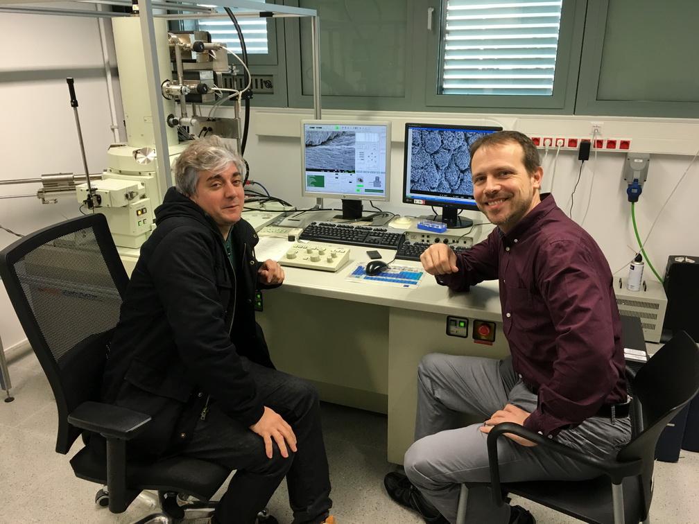 Estudios con microscopía electrónica de alta definición en la Universidad Politécnica de Cataluña