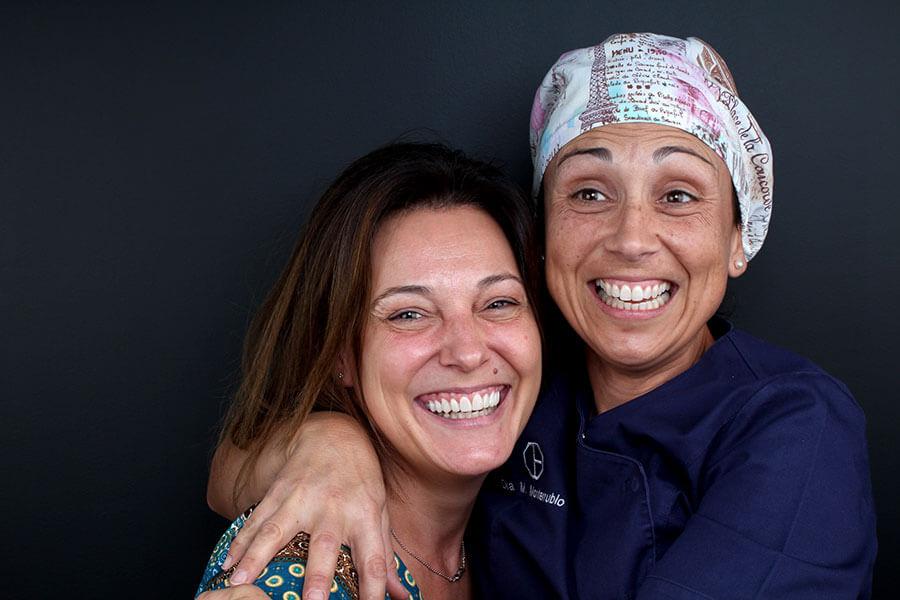 Después del tratamiento de carillas dentales de composite junto a la Dra. Margarita Monterrubio