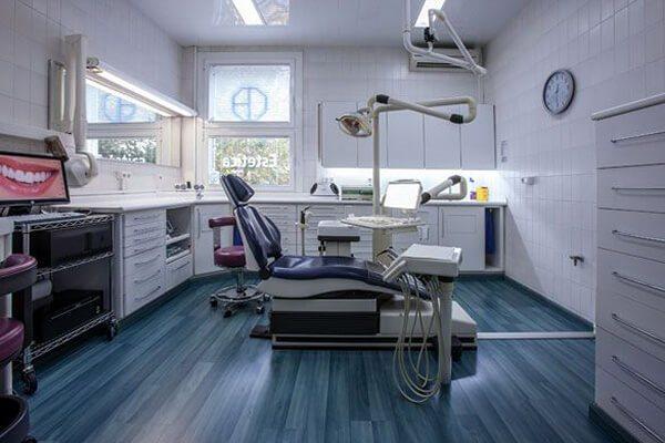 Clínica Dental padrós en Barcelona cuenta con 6 amplios boxes muy luminosos