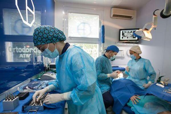 Clínica Dental padrós en Barcelona utiliza las últimas técnicas y materiales
