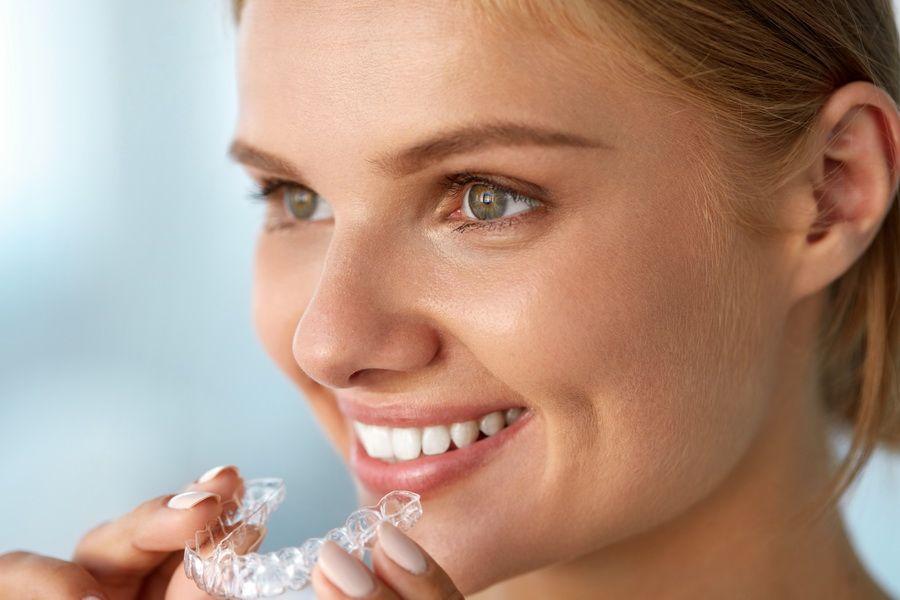 Disponemos del tratamiento de ortodoncia invisible Invisalign en clínica dental Padrós, tu dentista en Barcelona